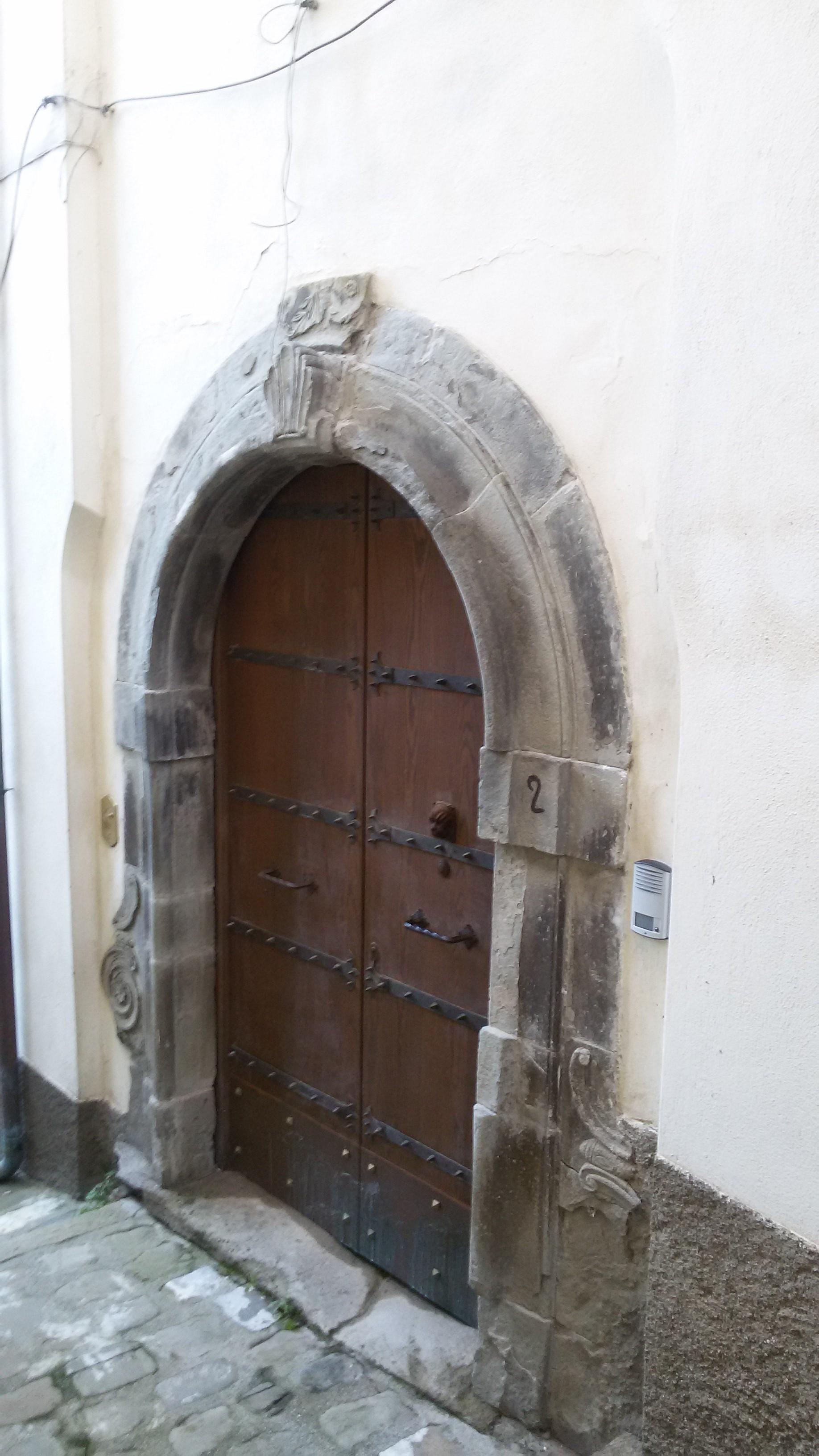 foto18-portale-palazzo-de-donato