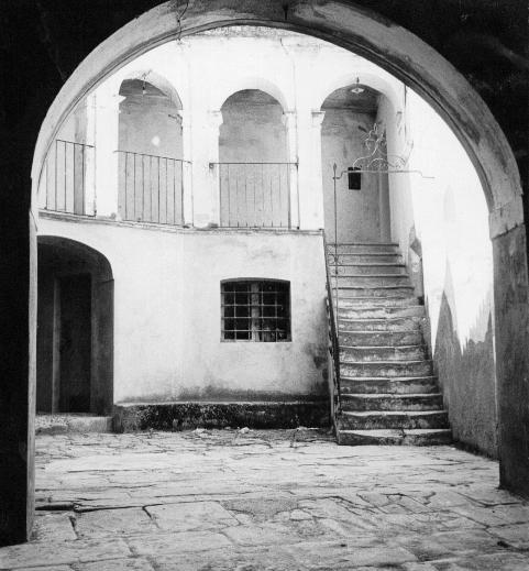 foto19-palazzo-de-donato-cortile interno